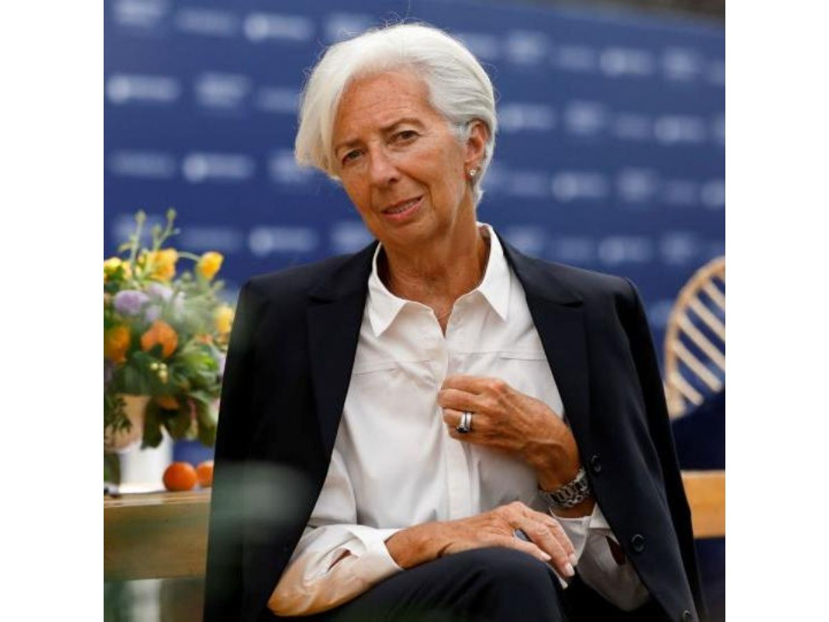 Christine Lagarde renunció temporalmente a la dirección del FMI
