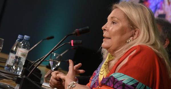"""Carrió pidió """"revisar los juicios injustos"""" contra represores"""