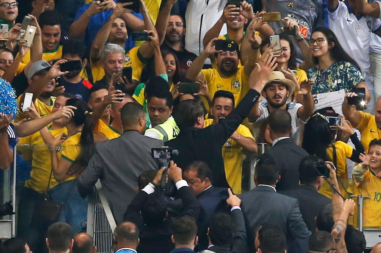 Argentina-Brasil. La insólita mini vuelta olímpica de Bolsonaro en el entretiempo del partido