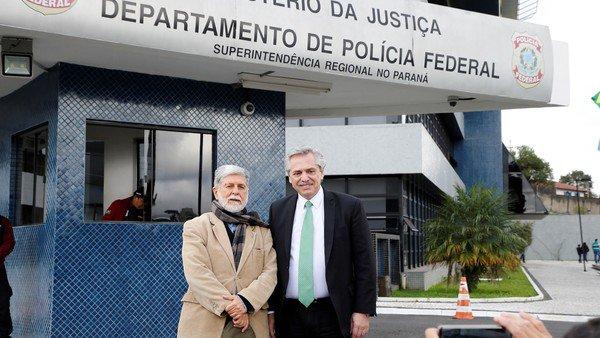 Alberto Fernández está en la cárcel de Curitiba y visita a Lula