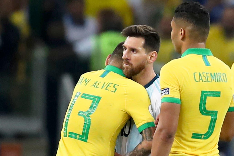 """Dani Alves le agradeció a Messi con un emotivo mensaje: """"Nunca se irá el afecto con los que te ayudaron a traer comida a casa"""""""