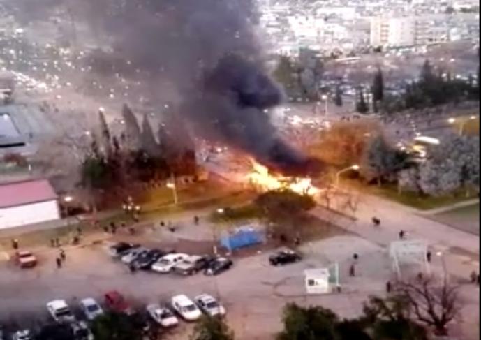 Se incendió un colectivo de Pehuenche en el centro de Neuquén