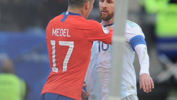 El fuerte cruce entre Lionel Messi y Gary Medel que terminó con los dos afuera