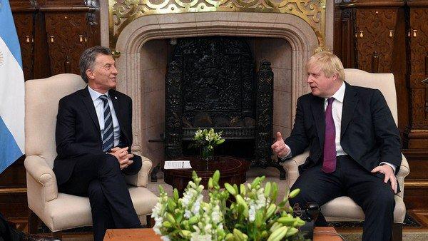 Mauricio Macri felicitó a Boris Johnson por whatsapp