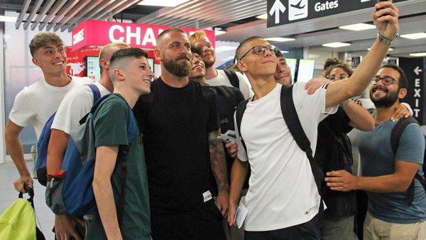 Daniele de Rossi ya se subió al avión que lo traerá a la Argentina: cómo serán sus primeras horas como jugador de Boca