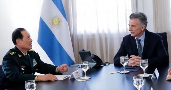 Macri recibió al ministro de Defensa de China, en medio de la tensión con Trump por la base espacial