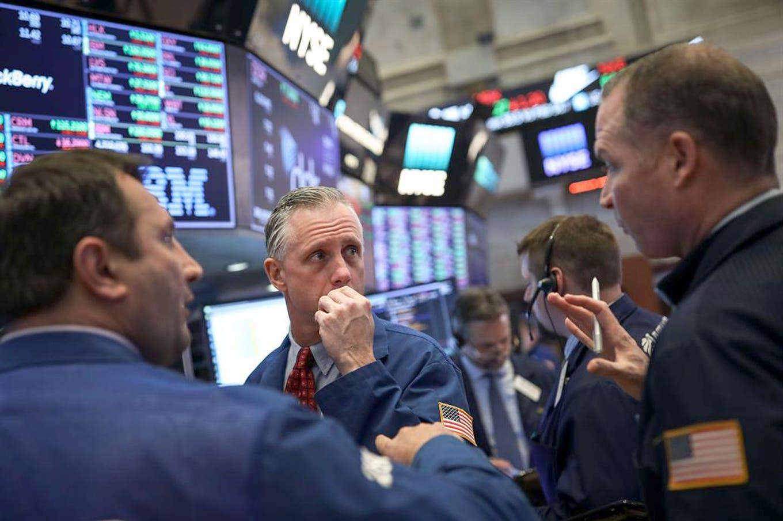 Mercados. Bajan el dólar y el riesgo país, y suben las acciones argentinas en Wall Street