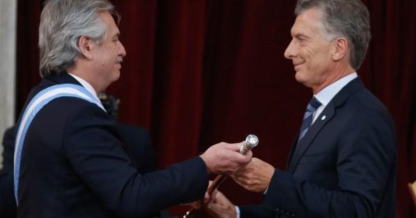 Alberto suspendió un decreto de Macri que retenía 3000 cargos jerárquicos por 5 años