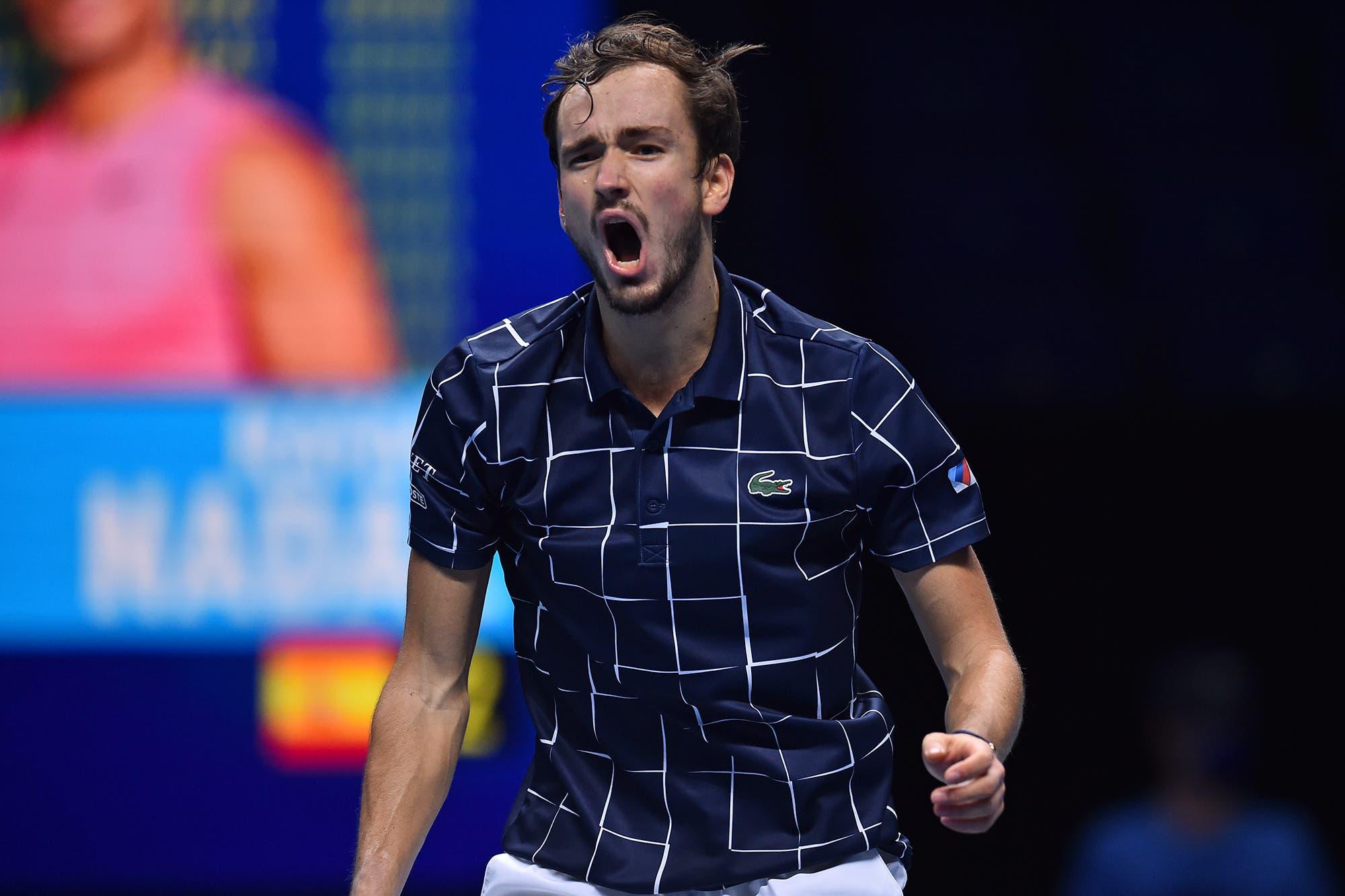 Daniil Medvedev dio vuelta el partido, le ganó por primera vez a Rafael Nadal y jugará la final del Masters de Londres