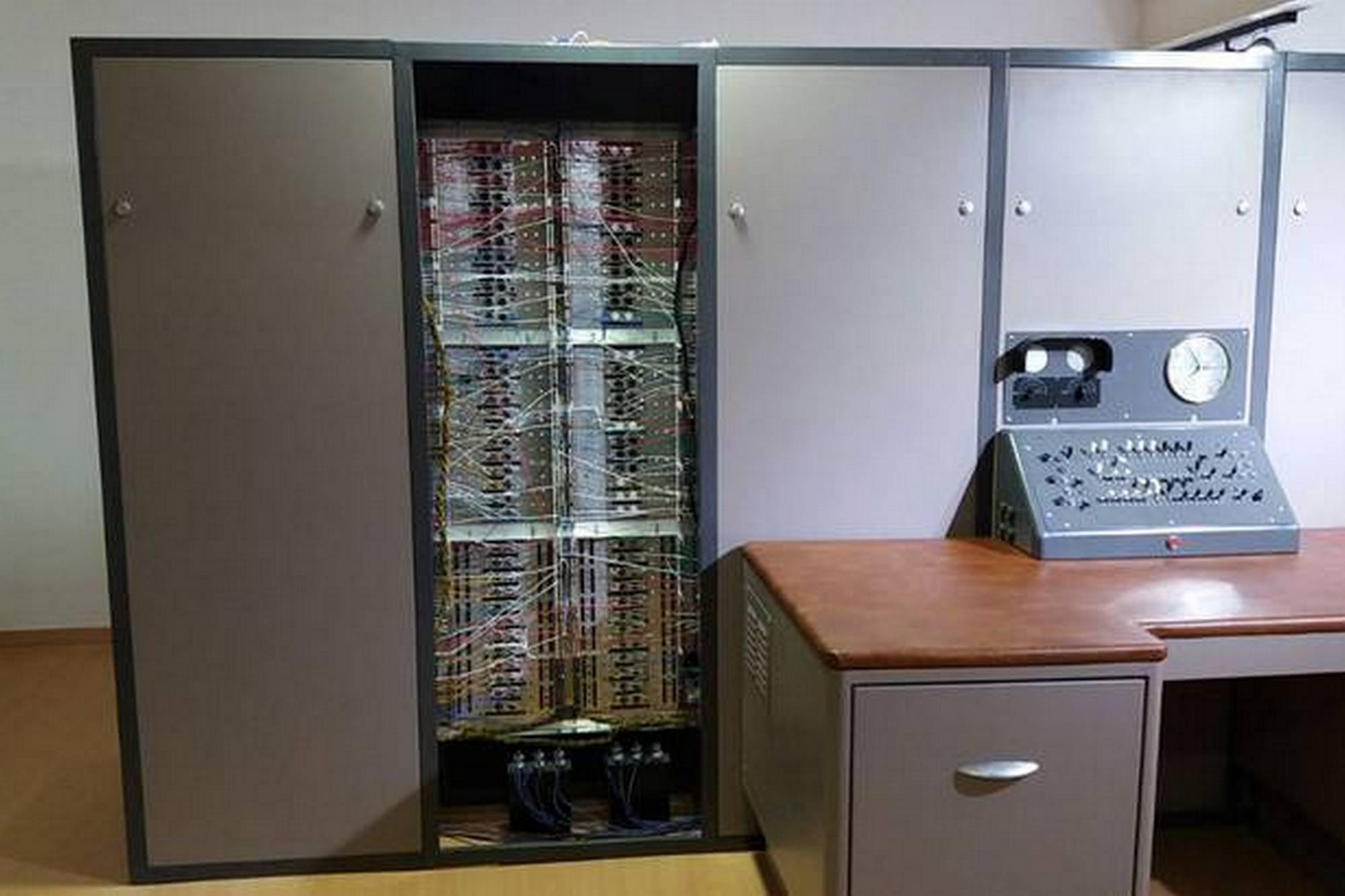 El Museo de Informática pone en venta su réplica de la supercomputadora Clementina para reabrir su sala de exposiciones