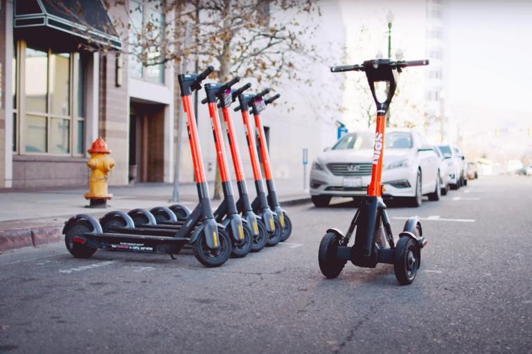 A control remoto: crean un sistema de estacionamiento para scooters eléctricos en las ciudades