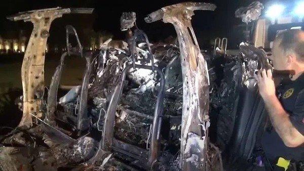 """dos-muertos-en-un-accidente-de-un-tesla-en-texas:-iba-""""sin-nadie-al-volante"""""""