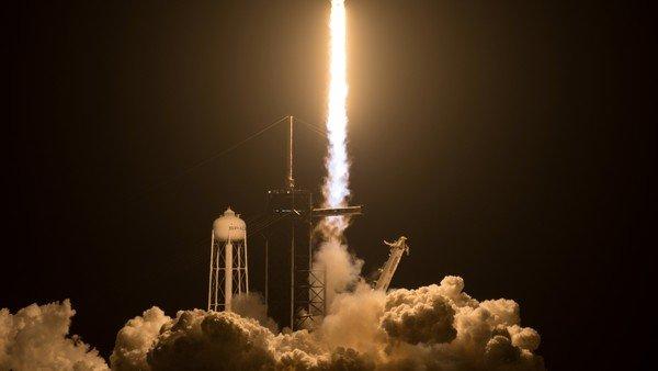 spacex-lanzo-su-tercera-mision-tripulada-hacia-la-estacion-espacial-internacional