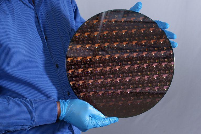 el-diseno-mas-pequeno:-ibm-anuncia-su-chip-de-2-nanometros,-con-mas-poder-de-calculo-y-menor-consumo-de-energia