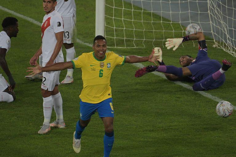 brasil-–-peru,-por-la-copa-america:-el-equipo-de-tite-gana-en-rio-de-janeiro-con-un-gol-de-alex-sandro