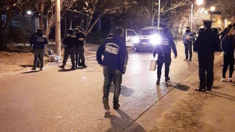 policias-heridos-en-violento-ataque-mientras-custodiaban-la-escena-de-un-crimen