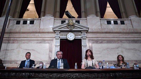 el-congreso-quedo-congelado-y-los-legisladores-oficialistas-esperan-que-se-defina-la-crisis-del-gobierno