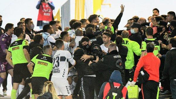 tras-la-vuelta-del-publico,-el-futbol-argentino-vuelve-a-vivir-al-borde-de-un-ataque-de-nervios