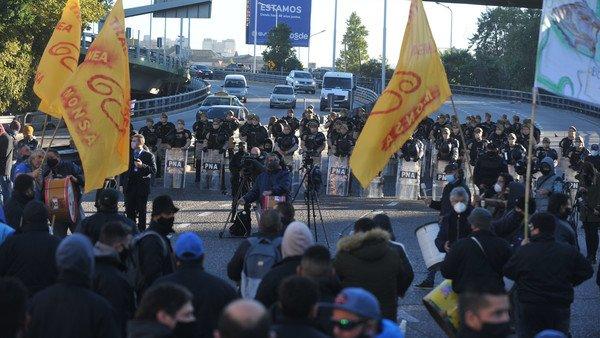 otra-jornada-de-cortes:-choferes-protestan-en-puente-pueyrredon,-acceso-oeste-y-campana
